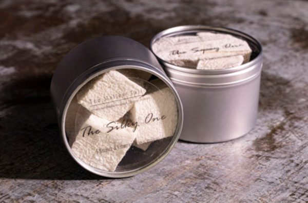 tin of 6 rhubarb and cream mallow, the perfect marshmallow gift from the mallow tailor