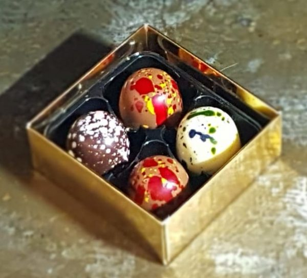 Box of 8 salted caramel and mallow chocolates